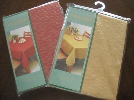 RED & GOLD TABLECLOTHS